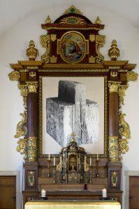 """""""Holz"""", temporärer Hochaltar, Jan Hostettler. Ausstellung """"Aussteigen"""" bis 27.3.2018"""